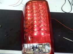 フォード エクスペディション 社外品テールランプ修理